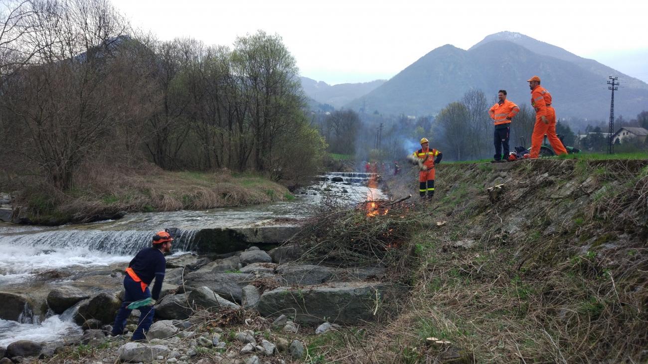 Fiumi sicuri 2017 pulizia torrente pioverna protezione for Cabine del torrente grave